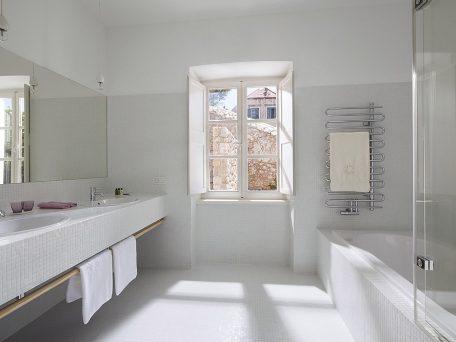 Villa Orti 11 Spacious bathroom