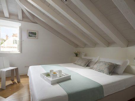 Villa Orti 12 Sunrise white room
