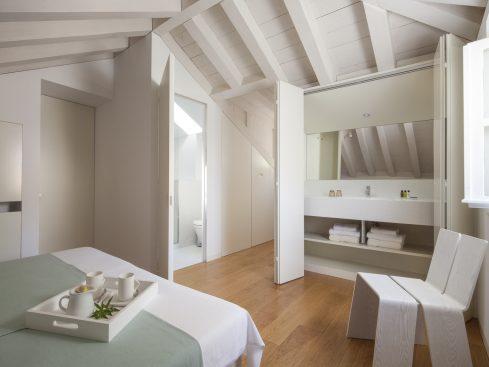 Villa Orti 13 Sunrise white room